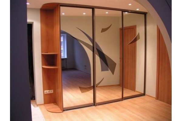 Шкаф-купе. Оформление стеклами и зеркалами